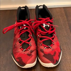 Boys under armour basketball shoes. Red. Size 5.5